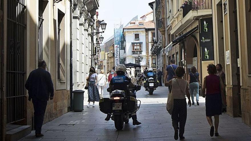 La tarde loca de la Policía de Oviedo: una víctima que resultó estar fugada y un bolso perdido que tenía droga