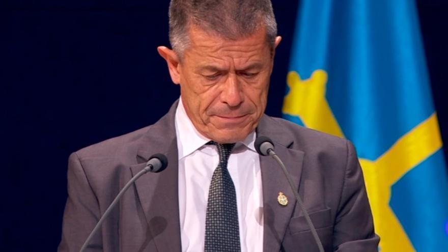 Carrère agradece su premio homenajeando a víctimas de los atentados de París