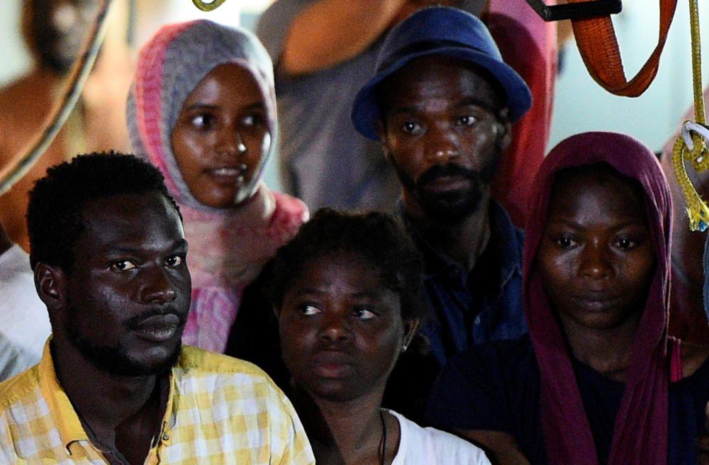 Los inmigrantes del Open Arms desembarcan