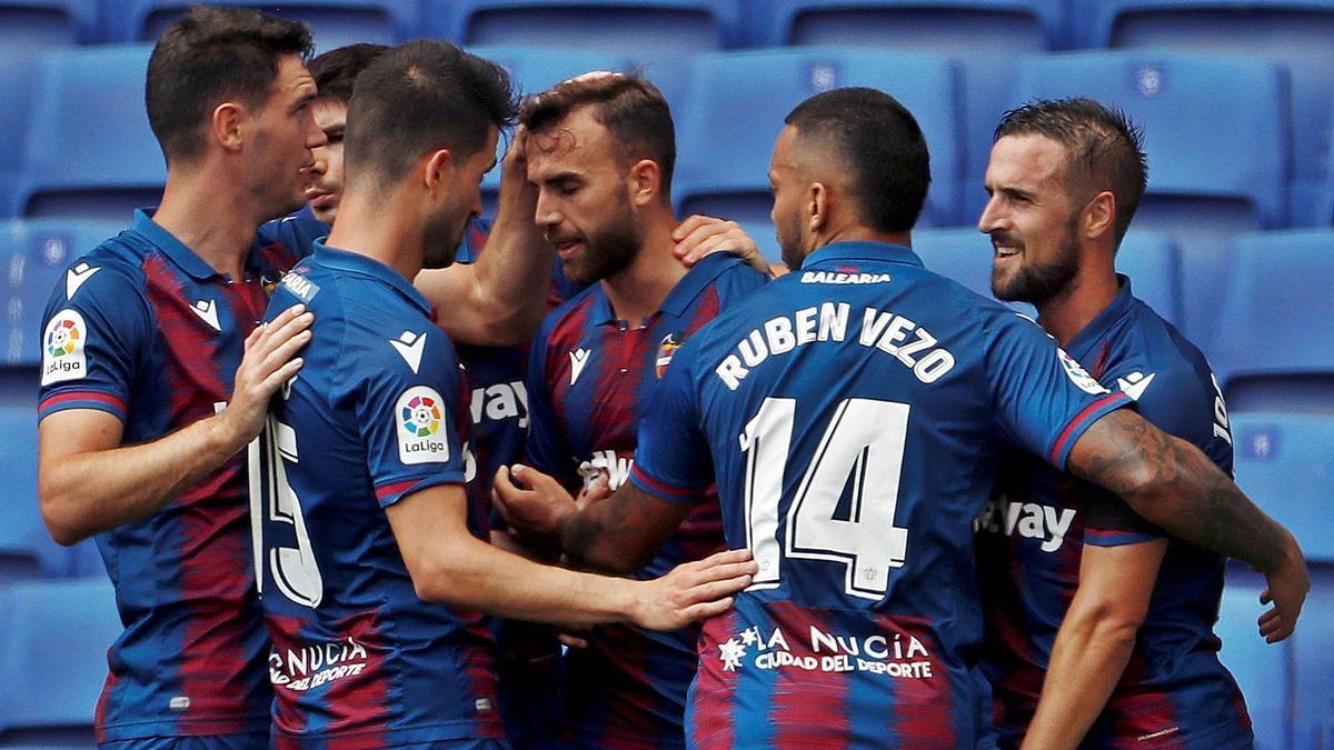 El delantero Borja Mayoral celebra un gol con sus compañeros en el partido ante el Espanyol del mes de junio.