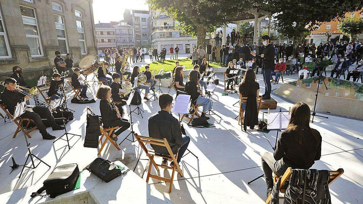 Concierto de presentación de la Banda-Escola Municipal da Estrada, ayer, en la alameda.