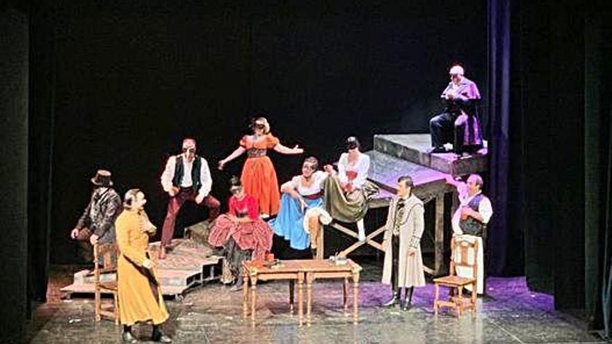 La representación de Don Juan Tenorio emociona al público del teatro Latorre