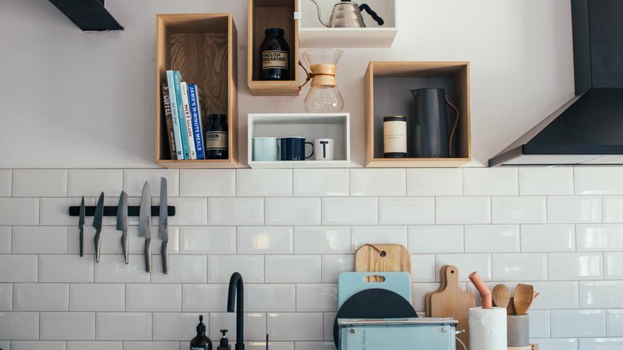 La mezcla definitiva para dejar los azulejos de tu cocina más que relucientes