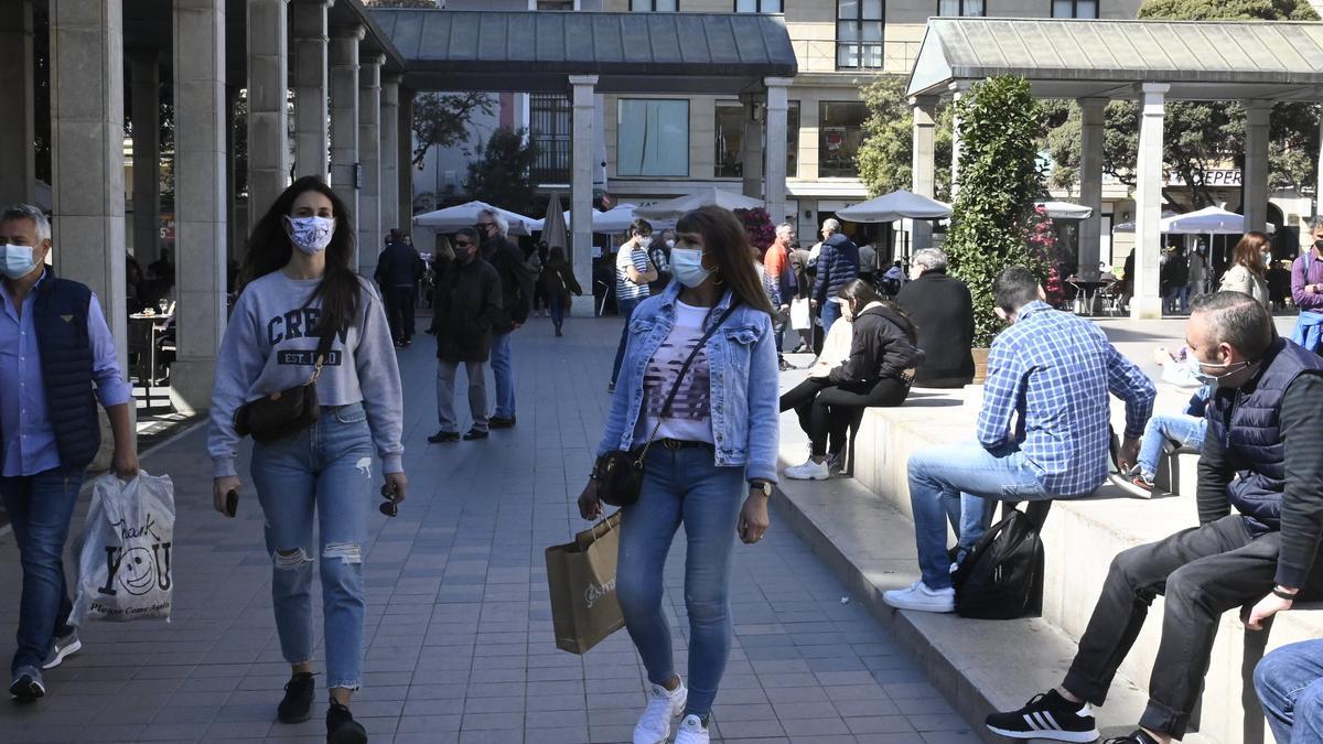 La actividad en zonas como el centro de Castelló ha repuntado con la disminución de las restricciones.