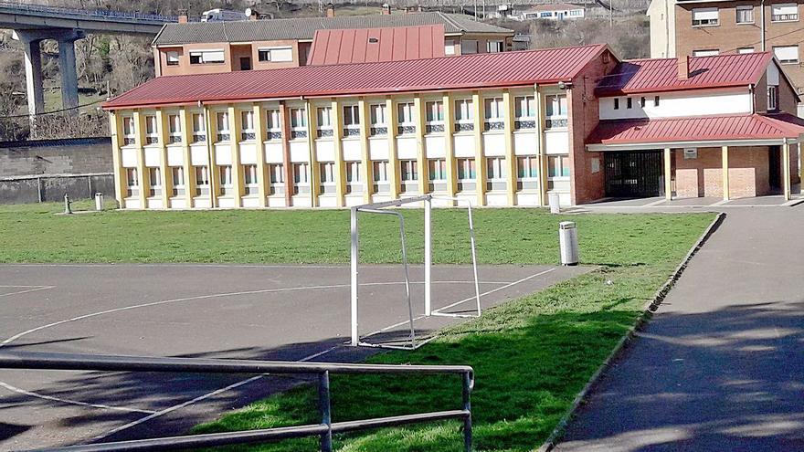 Adjudicado en 18.000 euros el proyecto para la cubierta del colegio de Campomanes