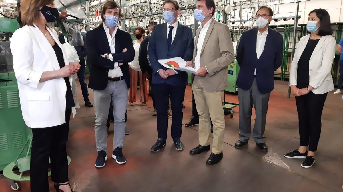 El president Puig, en su visita a la fábrica de Marie Claire.