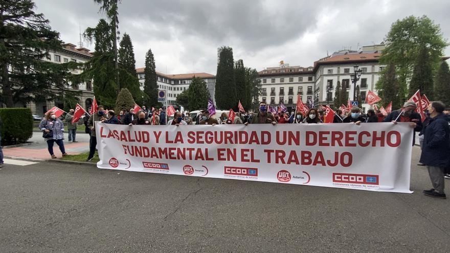 """UGT y CCOO alertan del alto número de accidentes laborales en Asturias: """"Once trabajadores han fallecido en lo que va de año, una persona cada nueve días"""""""