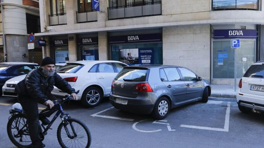 Compromís y PSOE quieren eliminar más plazas de aparcamiento en la ciudad