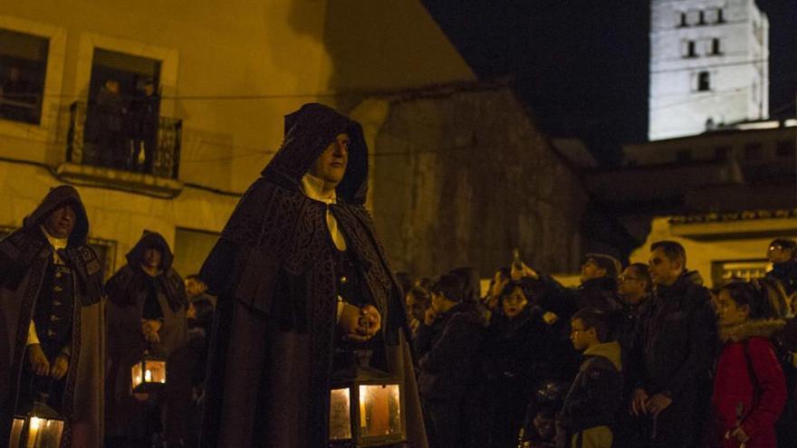 Las Capas entona el Miserere Castellano en San Claudio de Olivares