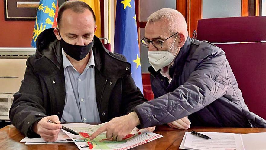 Firma del acuerdo entre Dalmau y Chavarría.   A.A.
