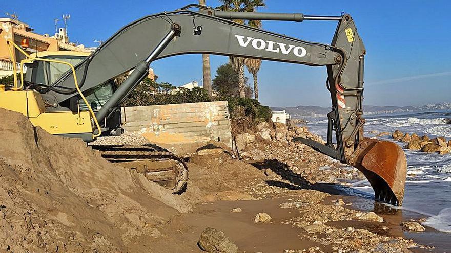 Costas facilita a los vecinos de la Goleta  los trámites para proteger sus viviendas