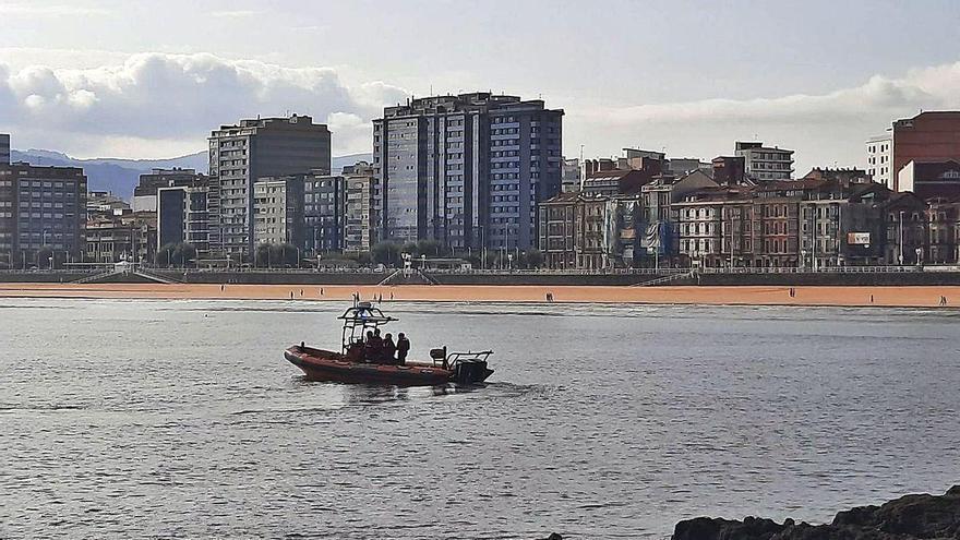 Tres horas de búsqueda en la bahía de Gijón por una falsa alarma