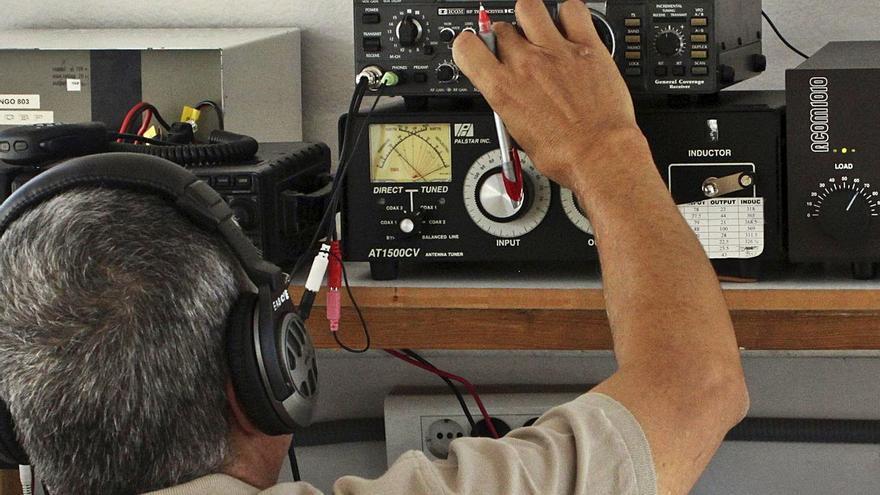 Los radioaficionados urgen un local  para poder continuar con su actividad
