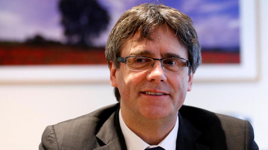 """Puigdemont promete la Constitución """"por imperativo legal"""" para conseguir su acta"""