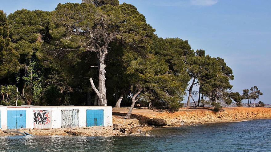 La Guardia Civil busca a un acosador que actúa desnudo y con mascarilla en una playa de Ibiza