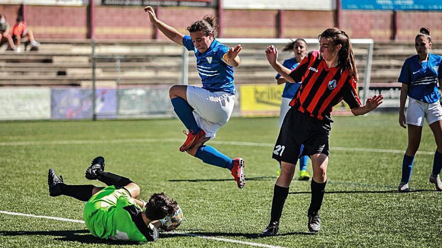 L'equip femení del CF Igualada goleja i puja fins al segon lloc