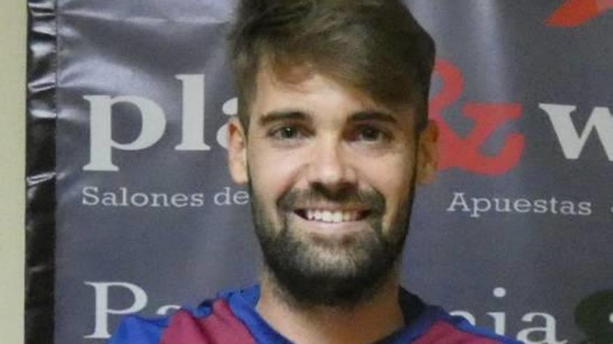 Domínguez refuerza la zaga  de Pau Quesada