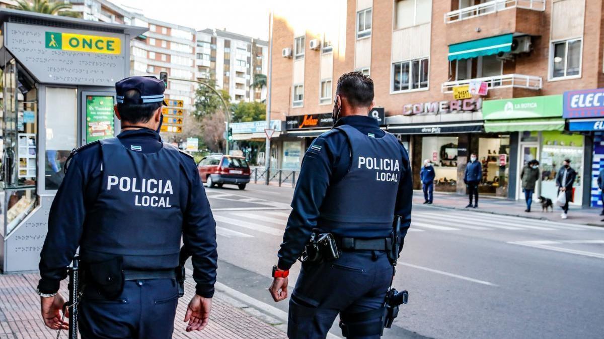 La policía disuelve una fiesta con 18 personas en un piso