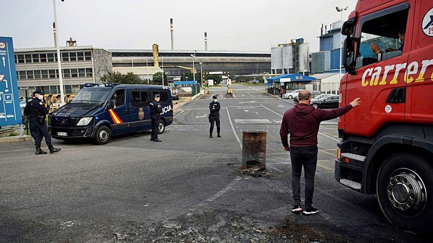 La Policía registra la oficina de Alu Ibérica en Castelló