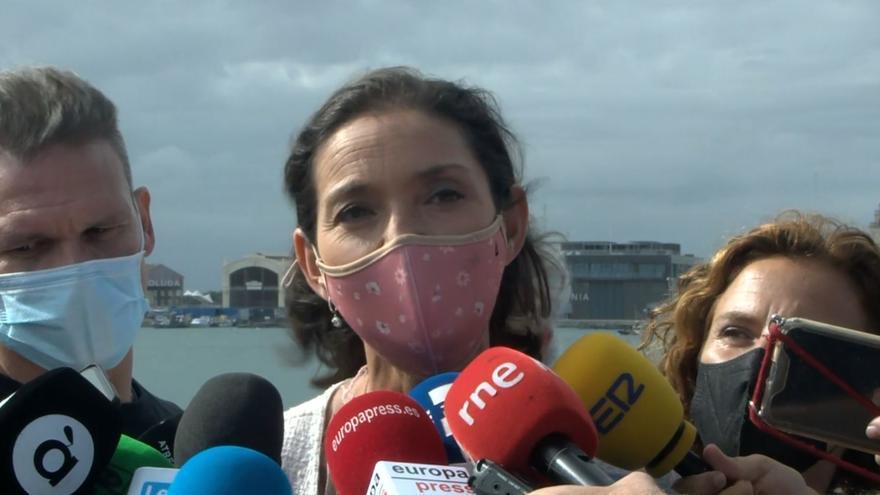 La ministra Reyes Maroto experimenta en La Marina el proyecto piloto de 5G y Turismo, desarrollado por Orange, Visyon y Levante-EMV