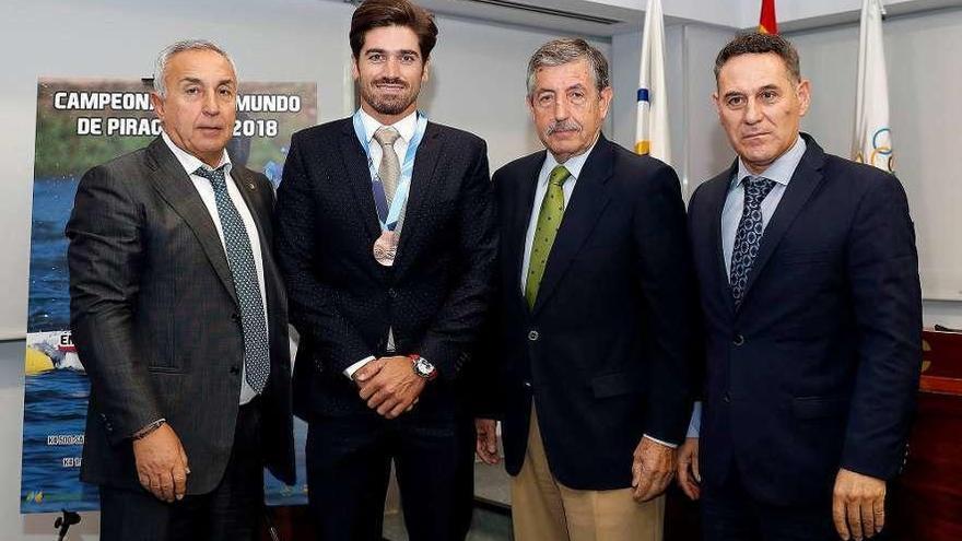 Javi Hernanz recibe la medalla de bronce del Mundial