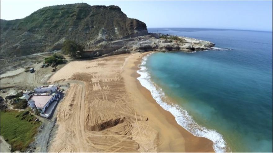 Costas estudia qué hacer con la playa de Tauro