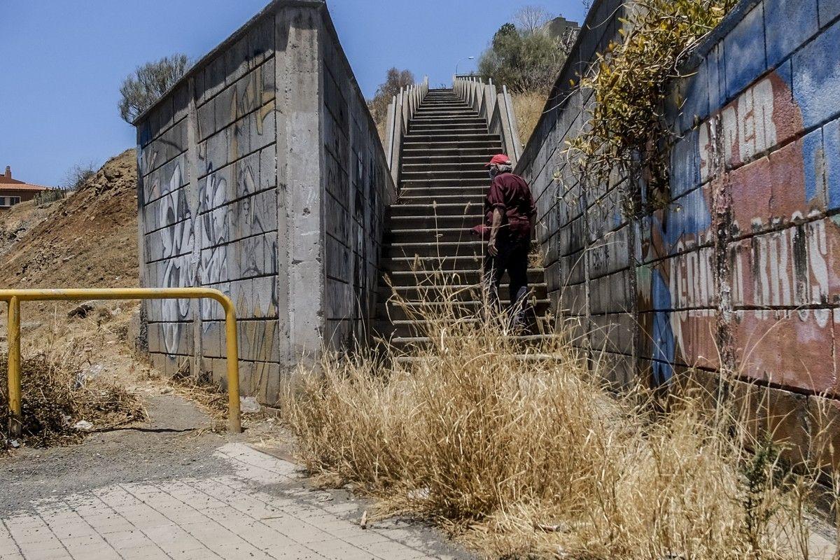 Estado de abandono de lugares públicos en Eucaliptos 2, Jinámar