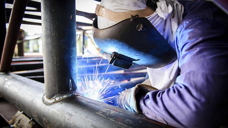 Oferta de feina a Manresa: soldadors i muntadors de cobertes