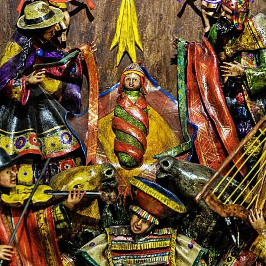 Los ejemplos de Perú, los más coloridos de la exposición en la sala del Teatro Ramos Carrión.