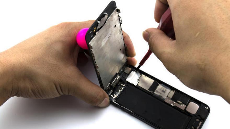 Apple alerta contra les reparacions casolanes dels iPhone