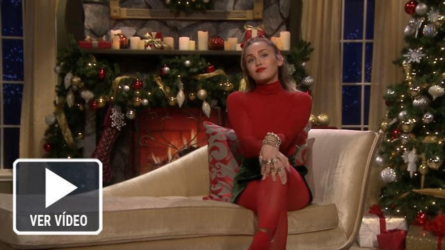 Miley Cyrus hace una versión feminista de un villancico y se desata la polémica