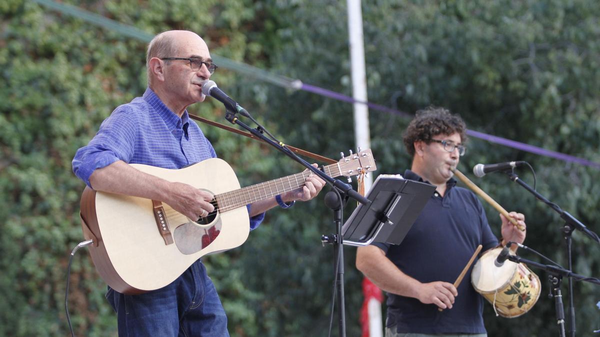 Imagen de archivo de una actuación de Joan Morenu en las Festes de la Terra, en Ibiza.