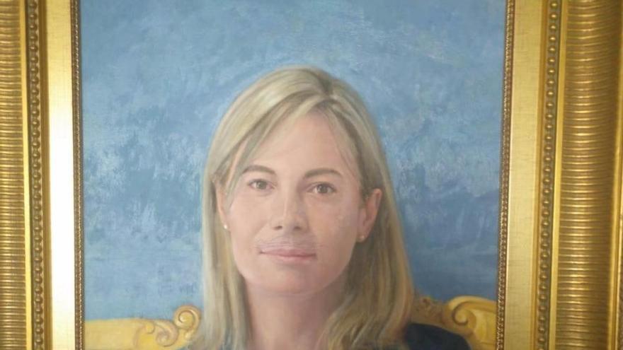 Pintan un bigote en el cuadro de la exalcaldesa Sonia Castedo