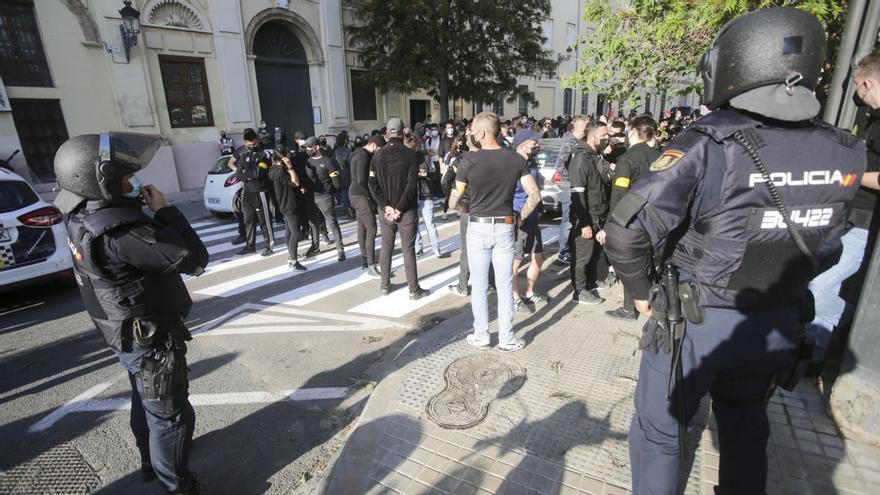 Investigan la agresión a un joven por un grupo que lanzaba consignas neonazis en Valencia