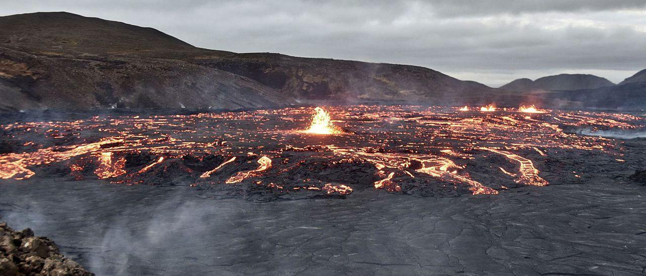 El volcán Fagradalsfjall, en el valle de Geldingardelur, al suroeste de la isla, cerca de Reikiavik. / Miguel Ángel Fernández