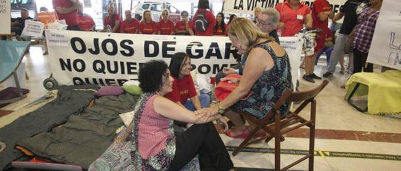Huelga de hambre de Margarita Alonso contra el realojo de Ojos de Garza en el Aeropuerto de Gran Canaria el pasado mes de julio.