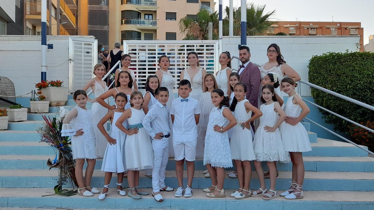 La corte de honor, tanto la mayor como la infantil, fue la protagonista este lunes por la noche de la cena de gala de las fiestas de Vinaròs.