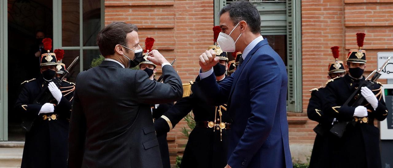 Sánchez y Macron escenifican su sintonía pero siguen sin coincidir sobre el certificado de vacunación