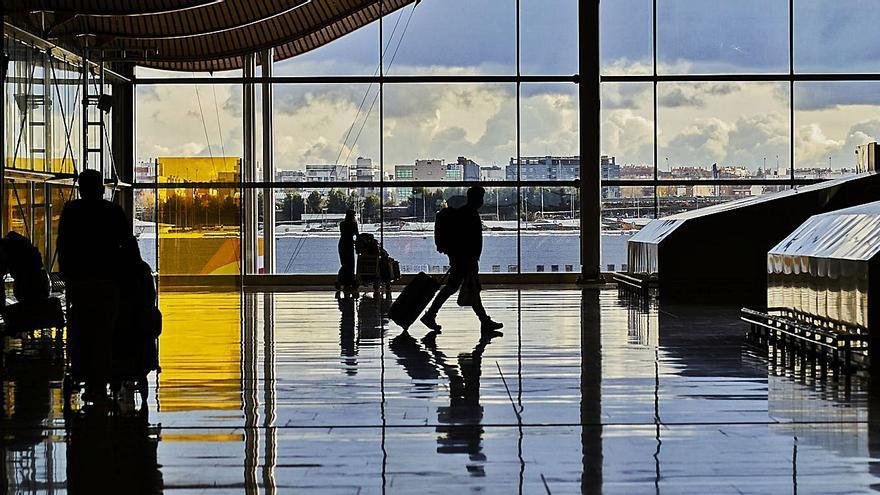Los pasajeros de los vuelos de Sudáfrica y Brasil deberán guardar cuarentena