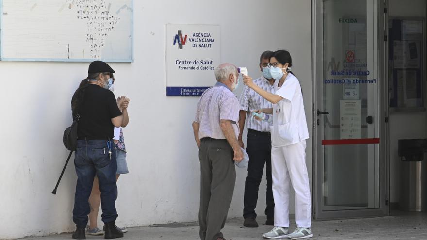Los médicos piden el triaje de citas presenciales para evitar contagios