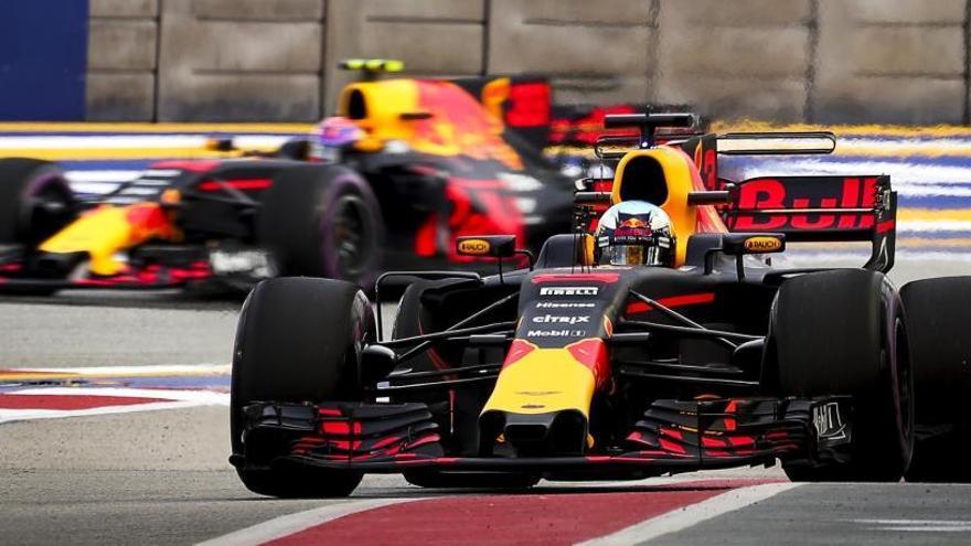 Red Bull domina los libres de Singapur con Vettel muy lejos