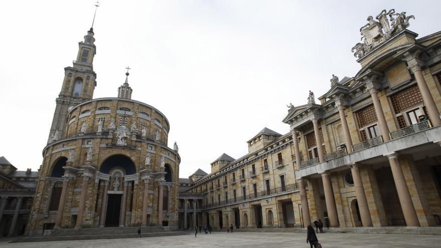 Los antiguos alumnos de la Laboral ofrecen su fondo documental para la candidatura a la Unesco