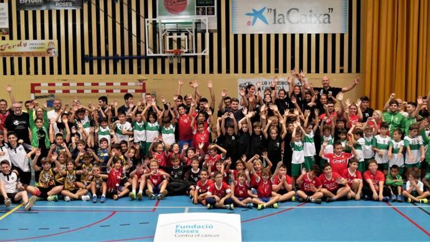 L'Handbol Empordà recapta 700 euros per a la lluita contra el càncer