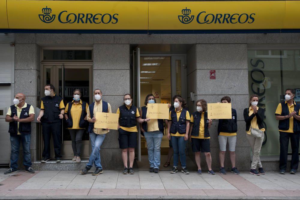 Protestan contra la decisión de no contratar trabajadores para cubrir bajas y vacaciones.