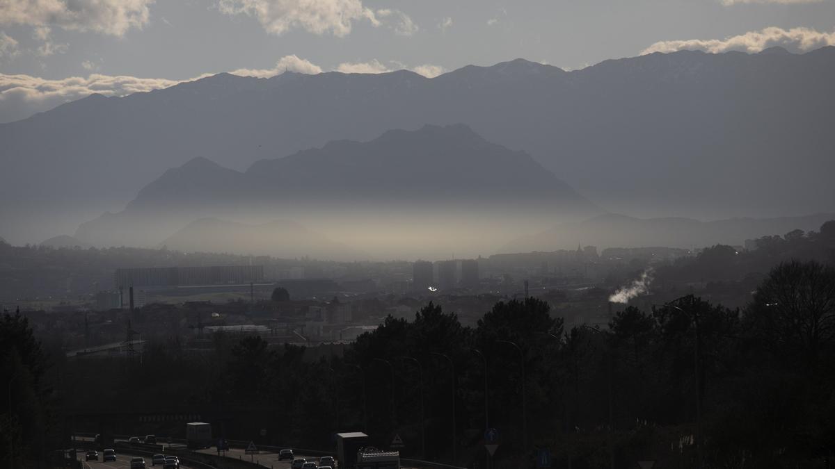 Contaminación en el cielo de Oviedo.