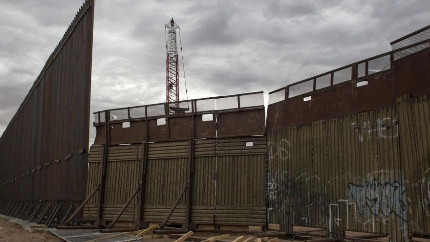 Un tribunal federal veta el uso de fondos militares para construir el muro con México