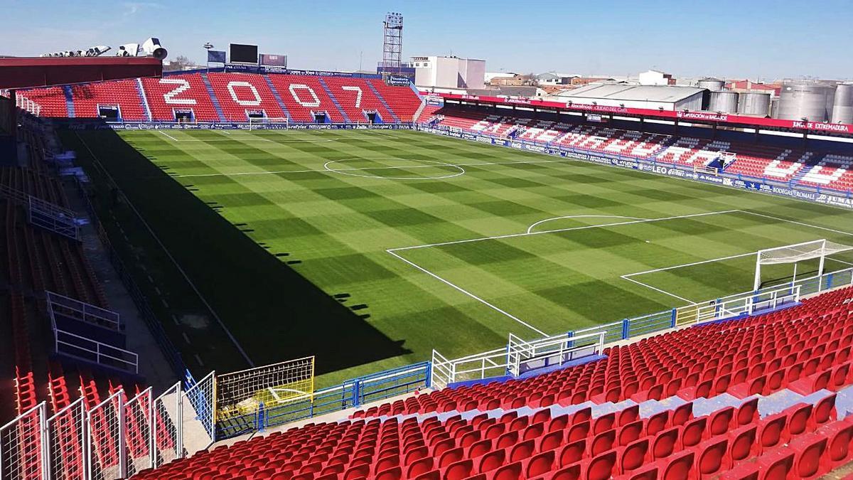 El actual estadio de Almendralejo fue reinaugurado en 1996.      EUD