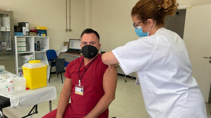 Sanidad ha vacunado a 39.339 personas de los grupos 1 y 2