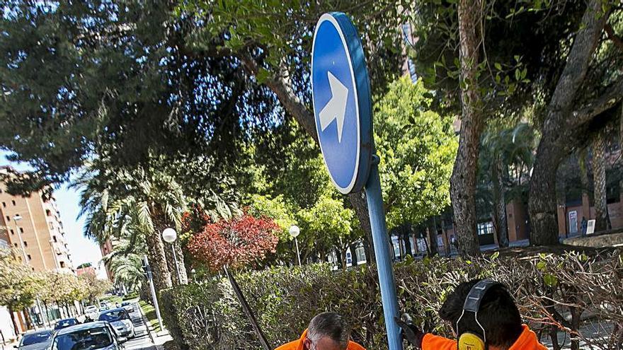 Láminas antigrafiti para proteger un millar de señales de tráfico en Alicante