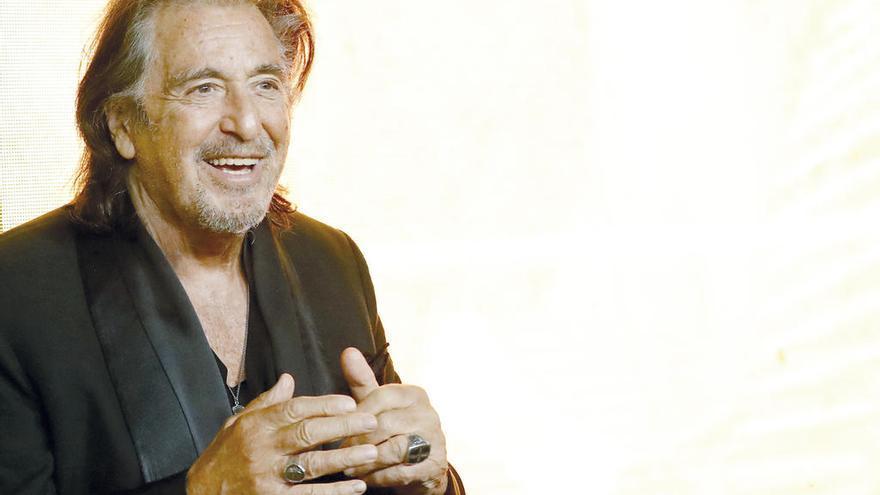 """La actriz israelí Meital Dohan rompe su noviazgo con Al Pacino por """"viejo"""""""